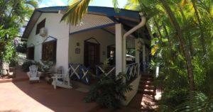 Jemas Guesthouse in Black Rock auf Tobago ist ein günstiges Apartement. Nähe Turtle Beach ideal für Schildkröten Ei-Ablage. Bei Buccoo Nähe Sunday School.