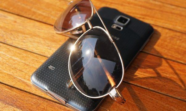 Mit dem Mobiltelefon auf Tobago erreichbar sein, E-Mails abfragen. Bild (C) Pixabay
