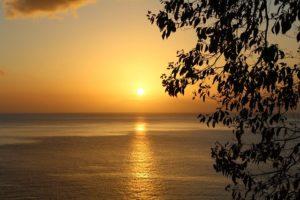 Sonnenuntergang in der Karibik auf Tobago und Trindidad und Tobago.