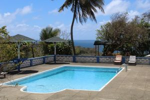 Swimming Pool im Garten am Richmond Great House in Belle Garden auf Tobago und Trinidad und Tobago