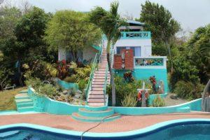 Blick auf den Garten und das Haus vom Breath of Heaven in Goodwood auf Tobago