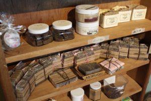 Jean Claude Petit und Tobago Chocolate Delight sind ein tolles Ziel für Souvenirs, Schokolade, Kakao auf Tobag. und Trinidad und Tobago in der Karibik. Auch Kosemtik aus Kakao und Schokolade.