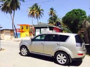 Mit einem Mietwagen und Leihwagen geht es mit TobagoTours auf Tobago in der Karibik zum Tagesausflug und Ausflug. Katharina Dumas fährt zuverlässig und günstig in Trinidad und Tobago über die Insel zum Sightseeing.