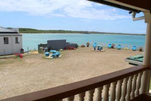 Blick vom Balkon des Reef View Apartemnts in Buccoo auf Tobago in der Karibik auf die Bucht von Buccoo, das Buccoo Reef und den Nylon Pool